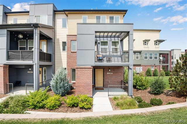 11200  Uptown Avenue , Broomfield  MLS: 5369973 Beds: 2 Baths: 3 Price: $480,000